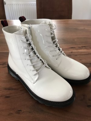 Lace-up Booties white