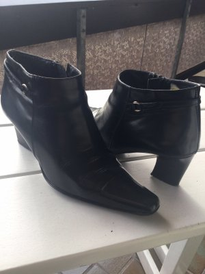 5 th Avenue Zipper Booties black leather