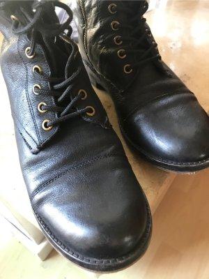 Akira Desert Boots black