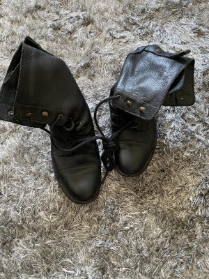 Akira Lace-up Booties black leather