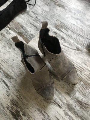 Stiefeletten aus Wildleder grau