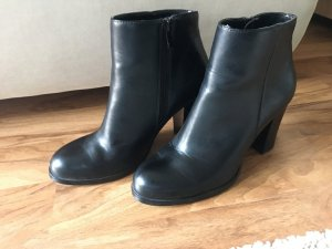 Buffalo Zipper Booties black leather