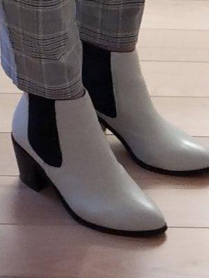 Akira Chelsea Boots white-black