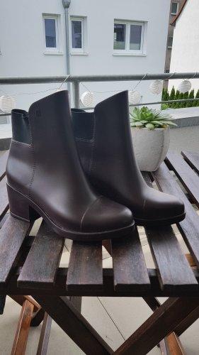 Stiefeletten / Elastic Boots / Gummistiefeletten von Melissa braun