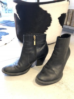 Buffalo Zipper Booties black