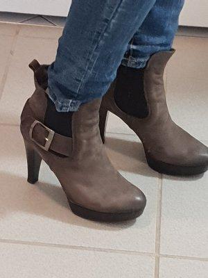 Botas de tacón alto gris
