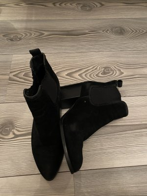 Truffle Collection Wedge Booties black