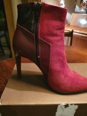Botas de tobillo rojo oscuro
