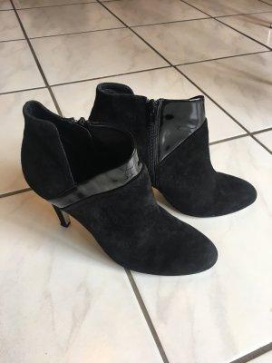 Stiefeletten schwarz Leder mit Lackdetail