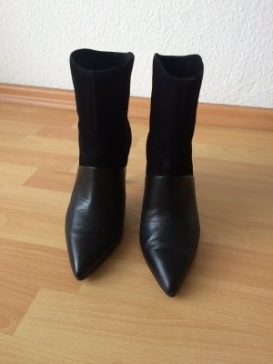 Stiefeletten (schwarz, Leder/Wildleder) and other stories)