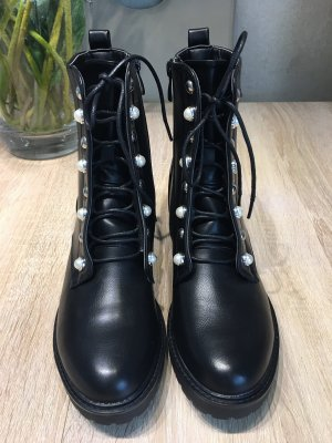 Lace-up Booties black-white