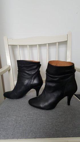 Stiefeletten Stiefel Laura Leder schwarz Größe 39