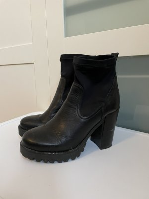 Another A Slip-on Booties black