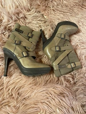 Stiefeletten v. GUESS