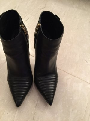 Burberry Zipper Booties black