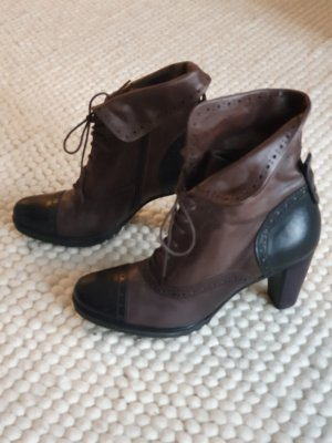 Maripé Lace-up Booties black brown