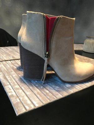 Zara Booties beige