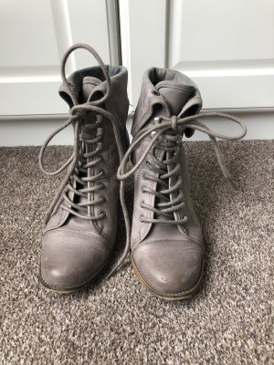 Akira Lace-up Booties grey lilac leather