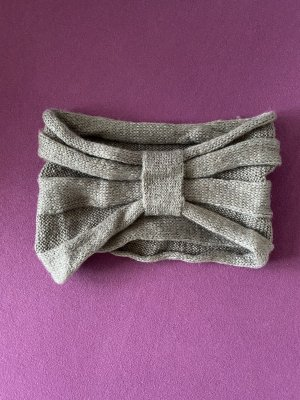 Bonnet en crochet gris brun