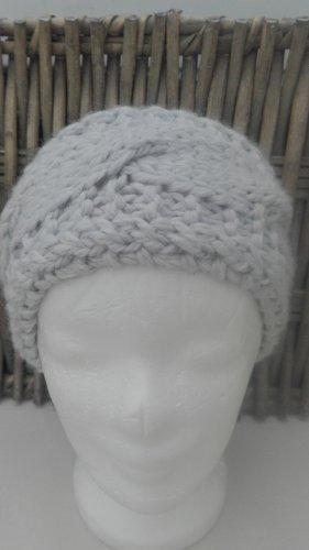 Handarbeit Chapeau en tricot gris clair