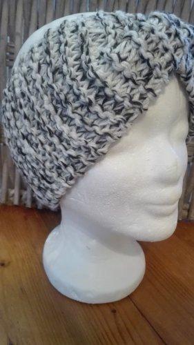 Handarbeit Chapeau en tricot noir-blanc cassé