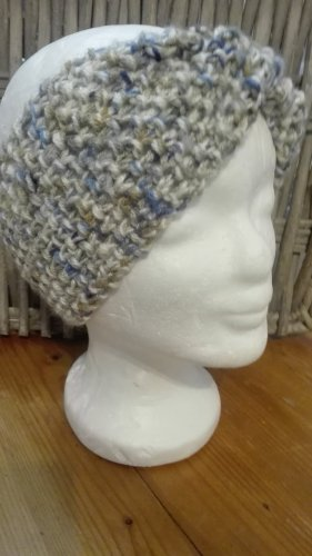 Handarbeit Chapeau en tricot crème-bleuet