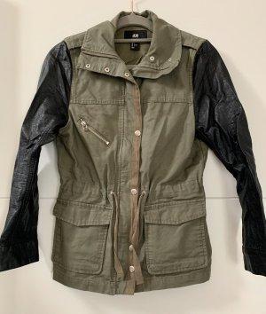 Stoffjacke mit Leder Ärmeln von H&M