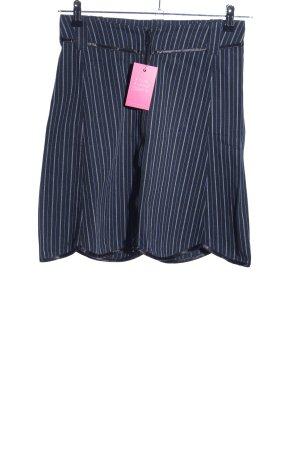 Stoffrausch Shorts azul-blanco estampado a rayas look casual