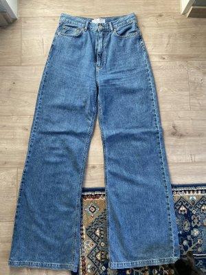 Stradivarius Jeansowe spodnie dzwony niebieski