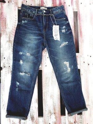 Stradivarius Premium Boyfriend Jeans mit Etikett
