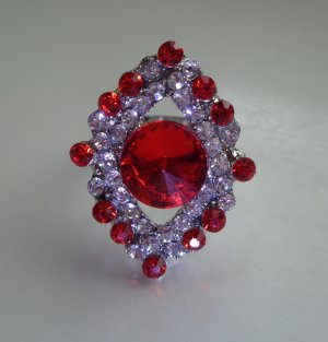 Strahlender Damenring Farbe silber mit Strass in rot silber Größe verstellbar