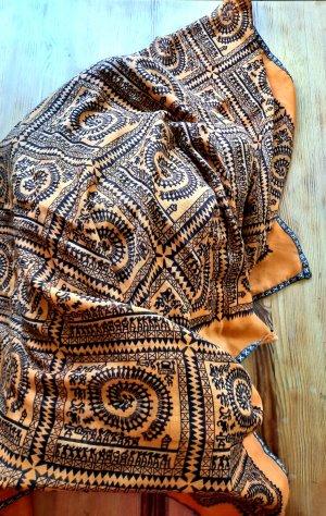 Pañuelo playero negro-naranja