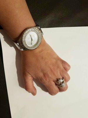 Zegarek z metalowym paskiem srebrny