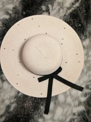Straw sunhat with pearls and bow tie