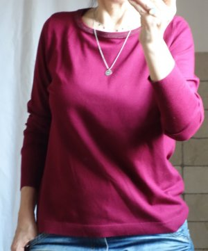 Street One Pullover mit Glitzerbiese  Farbe: warming berry, klassischer Pullover, 80% Viskose, 20% Nylon, Beerenton, dunkles Pink/Fuchsia Rundhals mit etwas Glitzer am Ausschnitt, gerader Schnitt mit Ripp Strickbündchen, Feinstrick, angenehme zu tragen, g