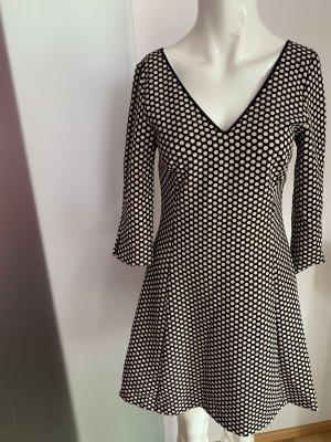 Stretch Kleid V-Ausschnitt Gr 36 S von Zara gepunktet