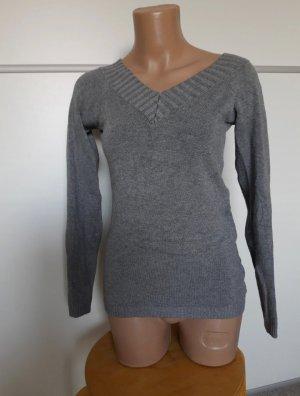 Stretch Pullover mit V- Ausschnitt