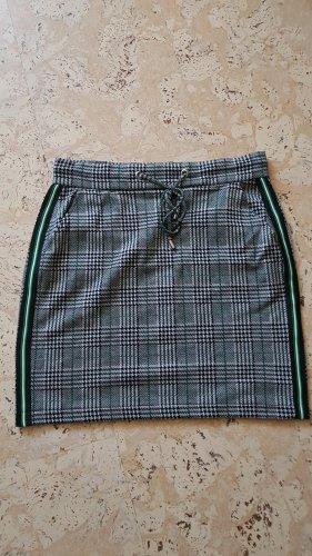 Street One Spódnica ze stretchu leśna zieleń