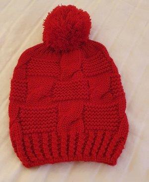 Zara Cappello con pon pon rosso