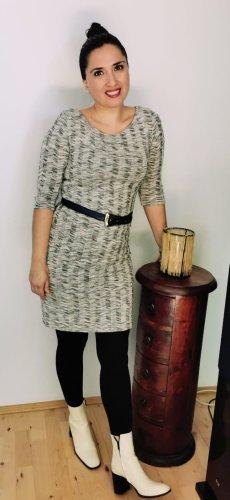 Strick-Kleid aus feinstrick und gestreift
