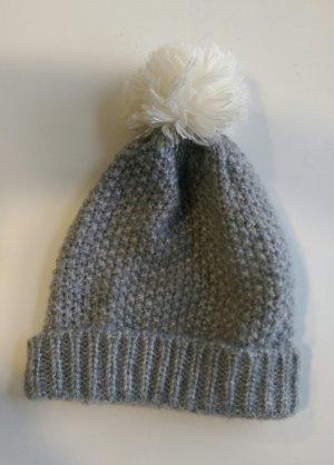 Strick Mütze Wolle Bommel grau hellgrau weiß Orsay