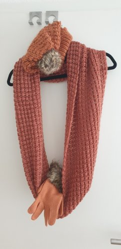 Strick-Set aus Schal, Mütze & Handschuhen