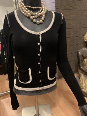 Strickjäckchen im Chanel-look von Stefanel