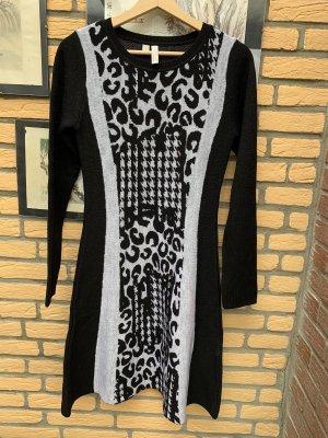 BODY FLIRT Gebreide jurk zwart-grijs