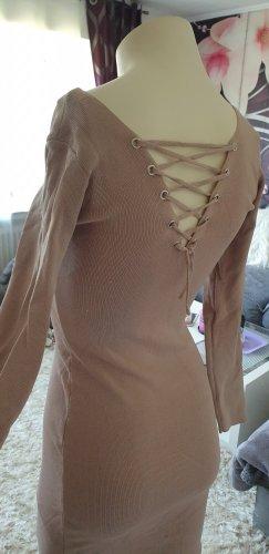 Strickkleid,  Kleid mit Schnürung,  Rückenfrei.  rosè, nude, beige