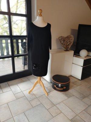 Strickkleid mit Pailettenbesetzter Tasche