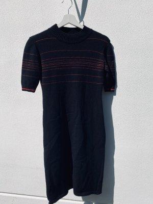 Strickkleid schwarz mit roten Streifen