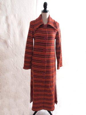 Manteau en tricot rouge carmin-rouille