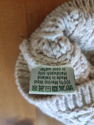 Chapeau en tricot beige clair