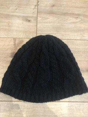 Miss H. Cappello a maglia nero